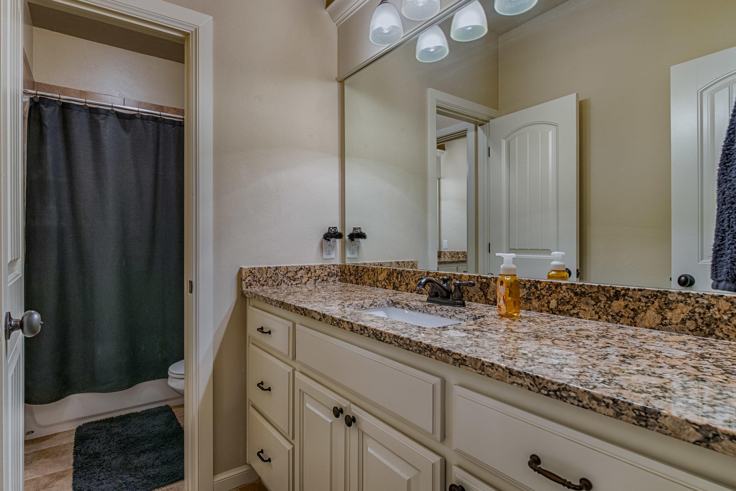 031-Jack & Jill Bathroom.jpg