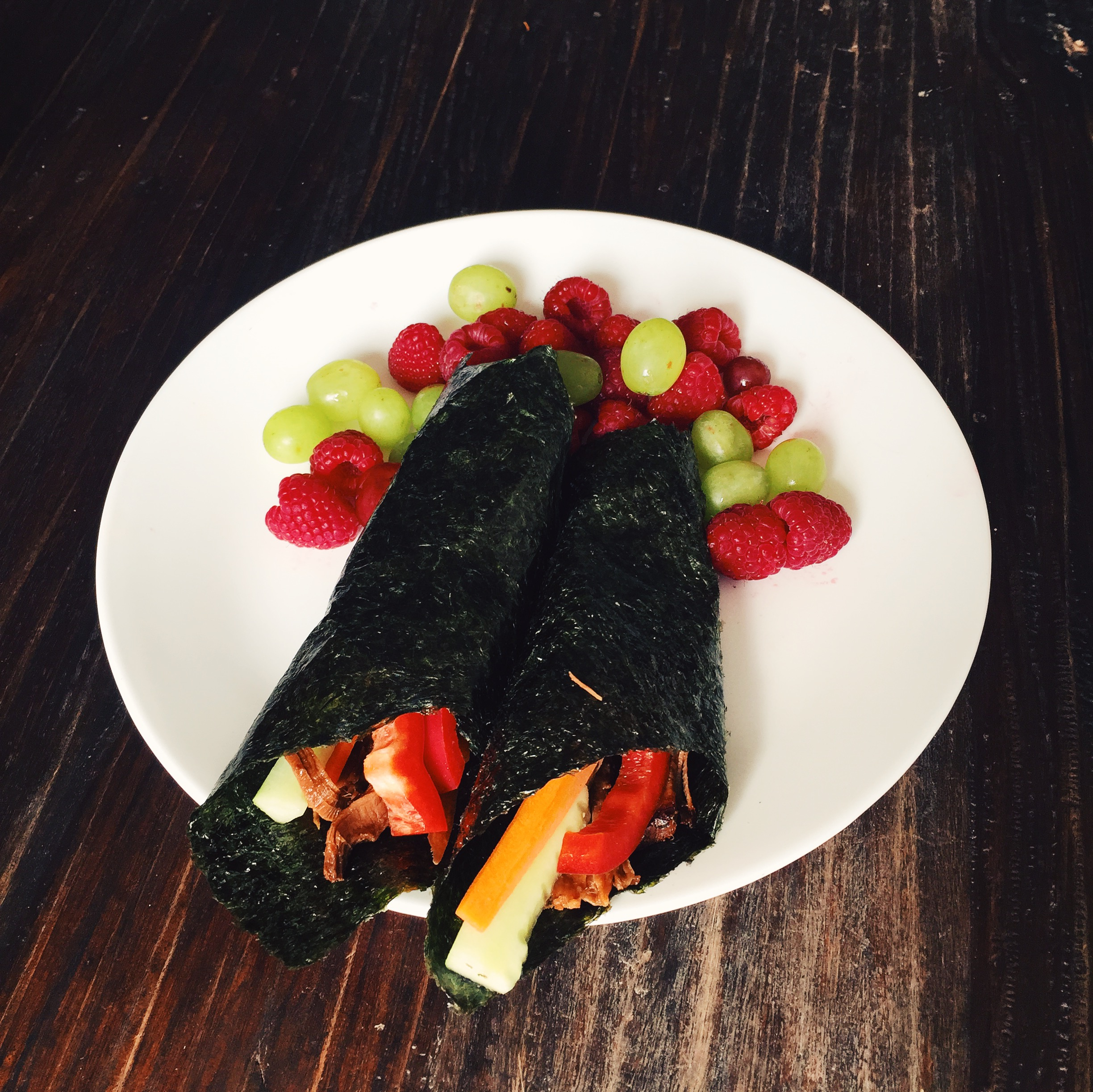 Pulled pork wraps with fresh fruit