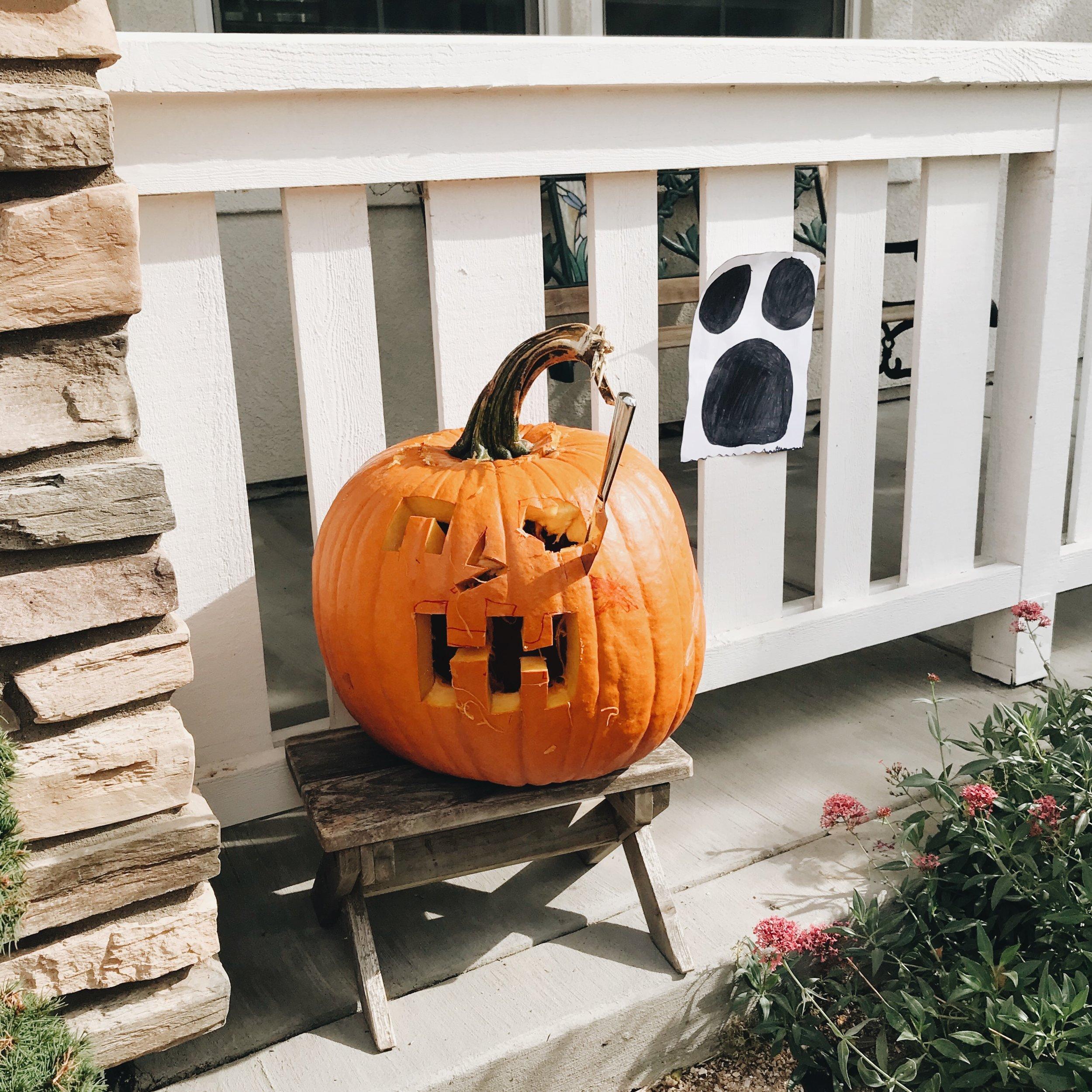 Momlikethat Pumpkin carving .JPG