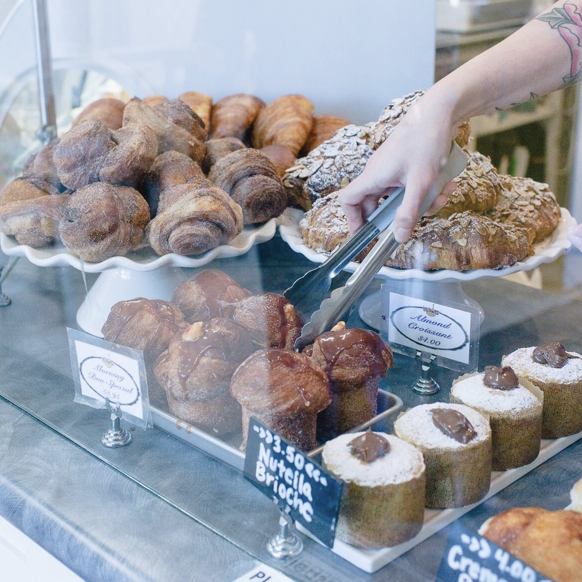 momlikethat - up bay finds le paris artisan pastries.jpg