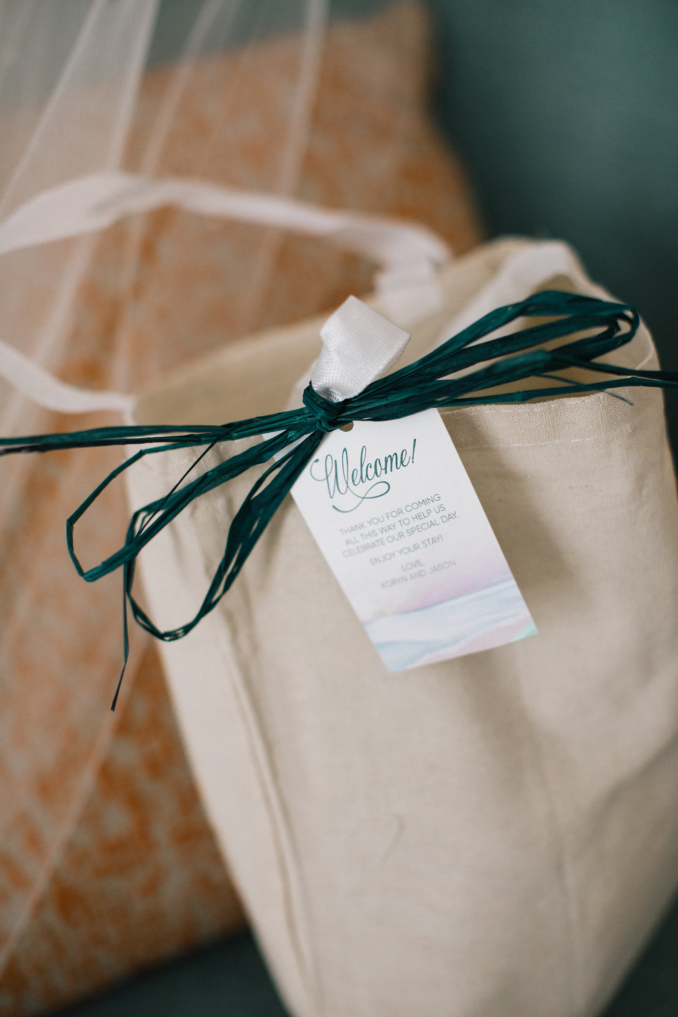 Adorning their guests' welcome bags were custom tags which showcased their custom sunset artwork.