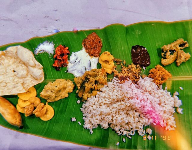 No matter what you eat, in any combination, in any order, it ALL tastes good. Like, how? 🌿 #HappyOnam #onamsadhya #food #foodstagram #huji #onmyplate #foodography