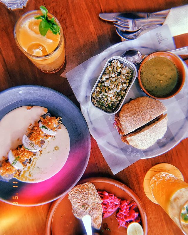 Good food, bad conversation? Or Real bad food, but good conversation? 🍽️ #food #foodstagram #huji #instafood #onmyplate #flatlay #instadaily #instaphoto