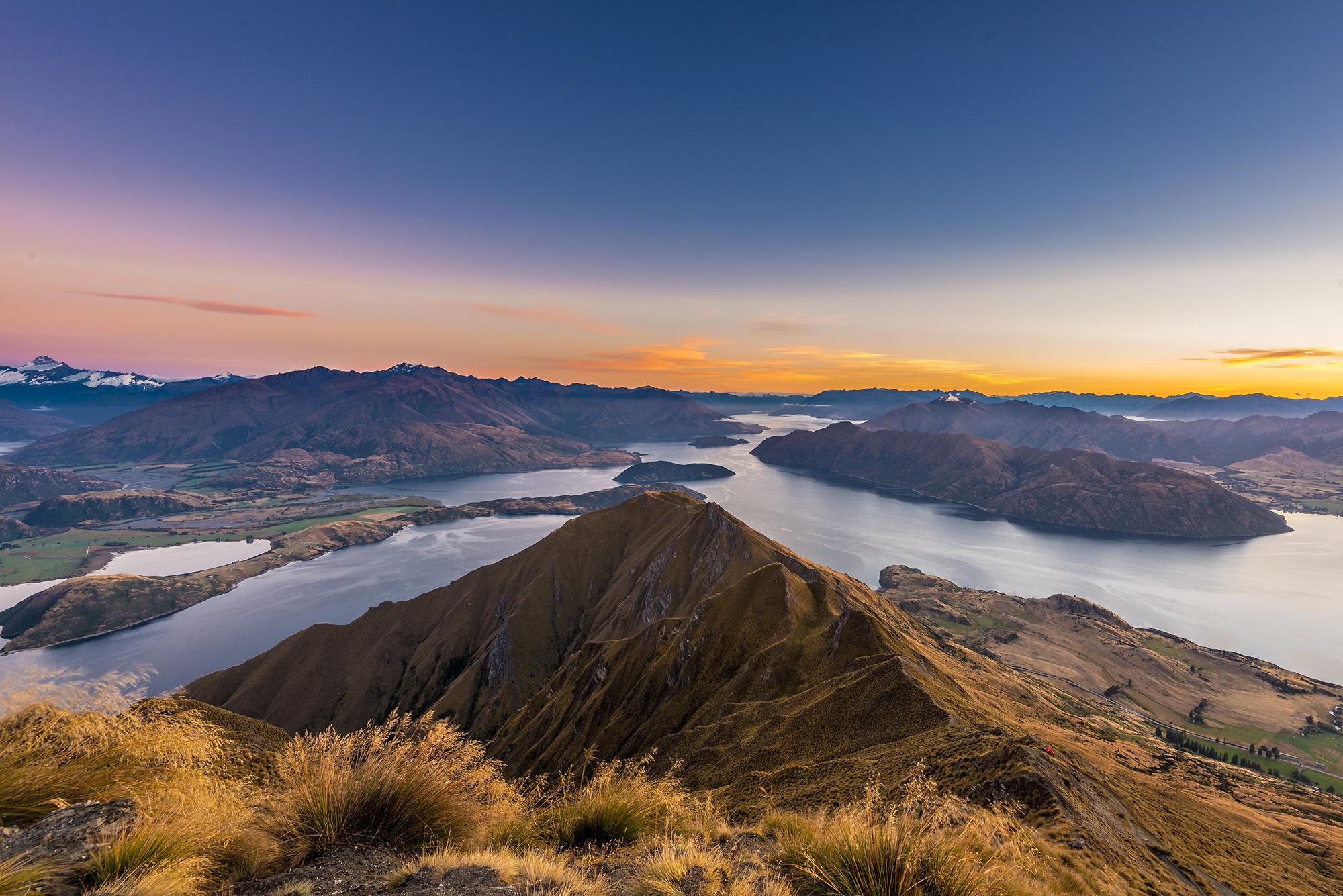 Sunrise over Lake Wanaka.jpg