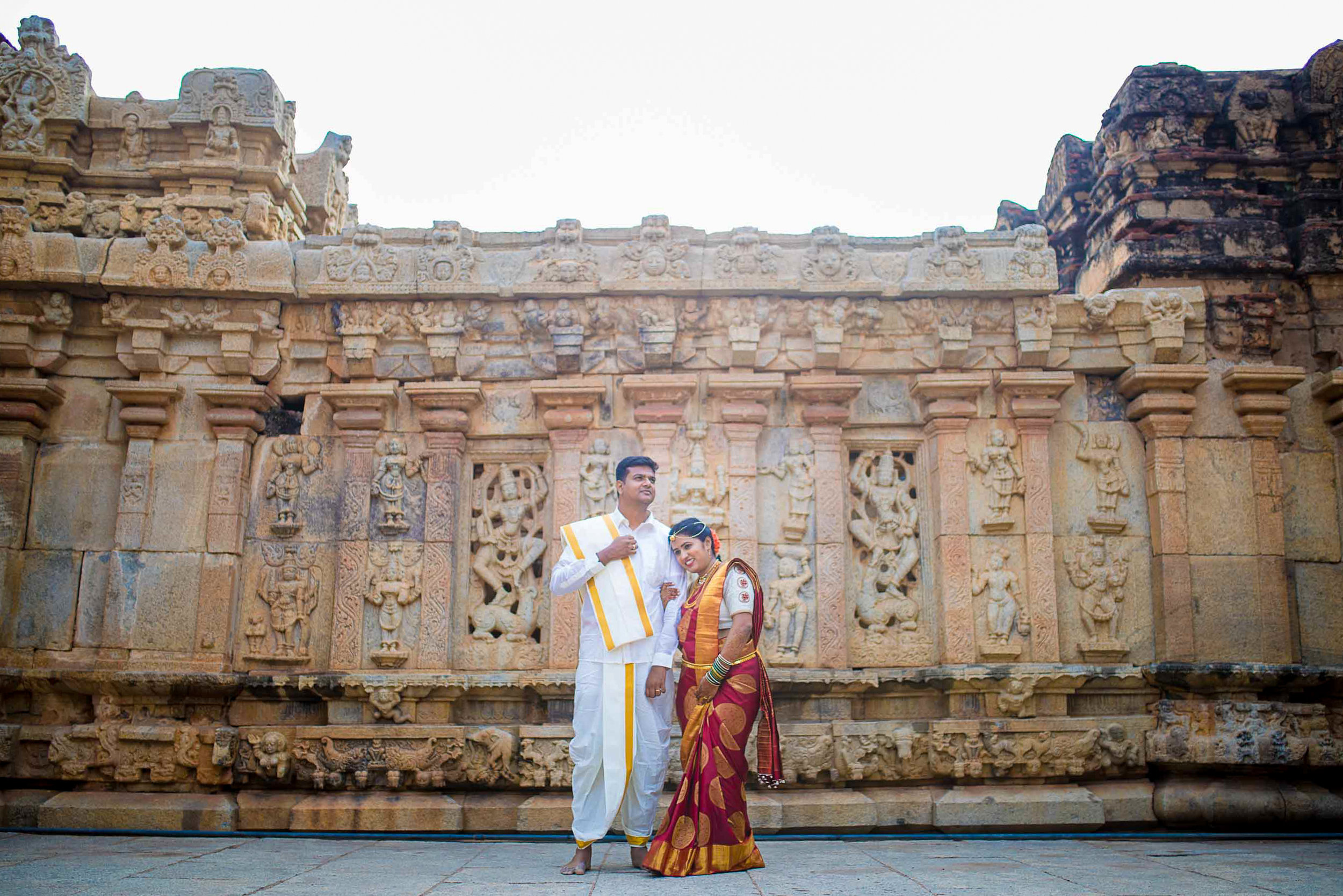 Pixel-Chronicles-Basavaraj_Pooja-bhoganandishwara-temple-Candid-Wedding-Photography-Couple-Photoshoot-9.jpg