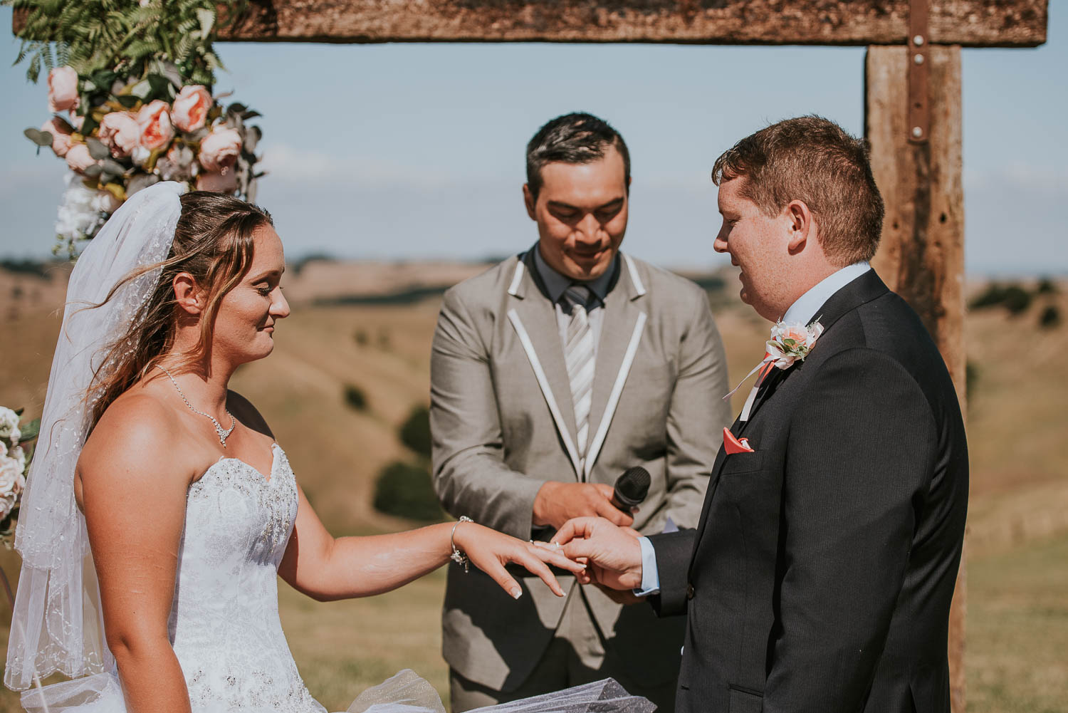 james-melinda-auckland-rustic-farm-wedding-40