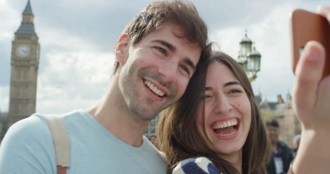 Selfie Couple London.jpg