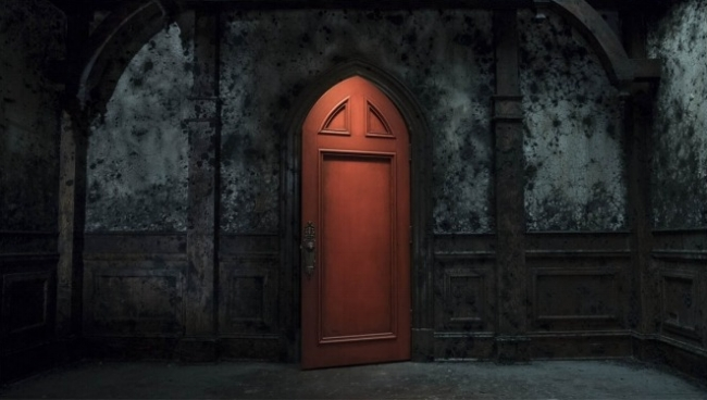 haunting_of_hill_house_red_door.jpg