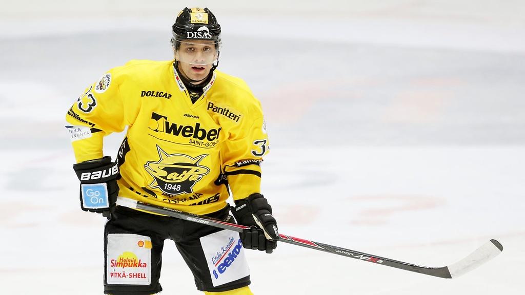 Sals skating for Saipa in the Finnish SM-Liga