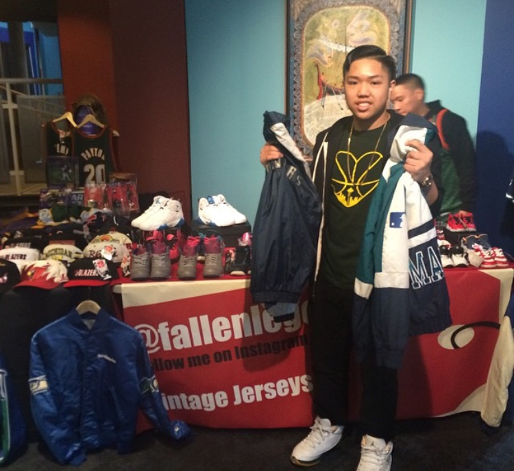 @miggy_thepiggy  copping some vintage goods from the good folks at  @fallenlegends24
