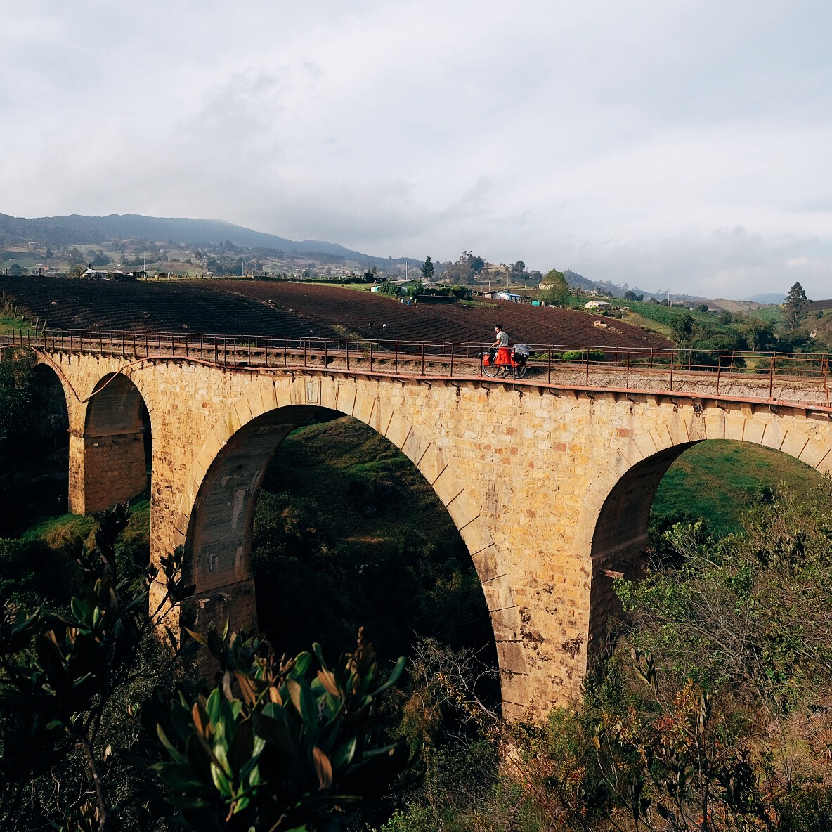 Crossing this beautiful, old railway bridge on our way to  Samaca  town, a few kilometers away from  Villa de Leyva .