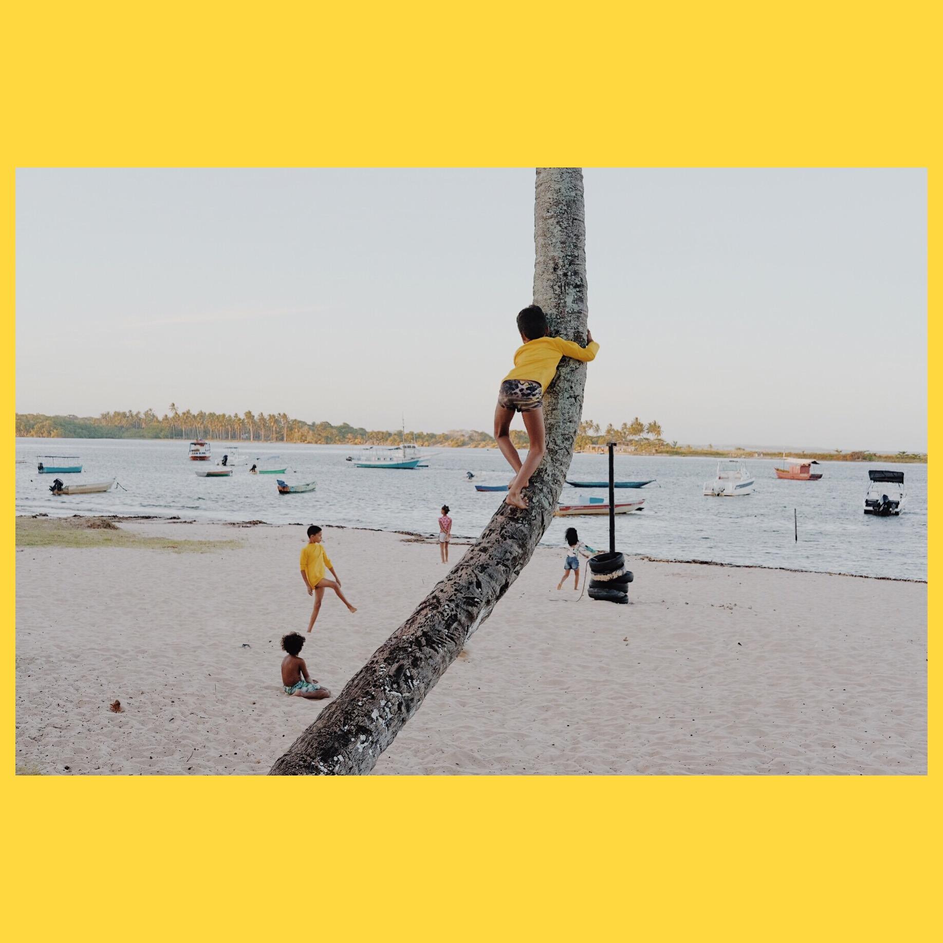 """Children play at """"Coroinha beach"""", Itacaré"""