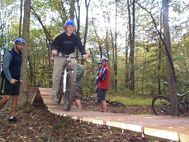 Balance swinging bridge
