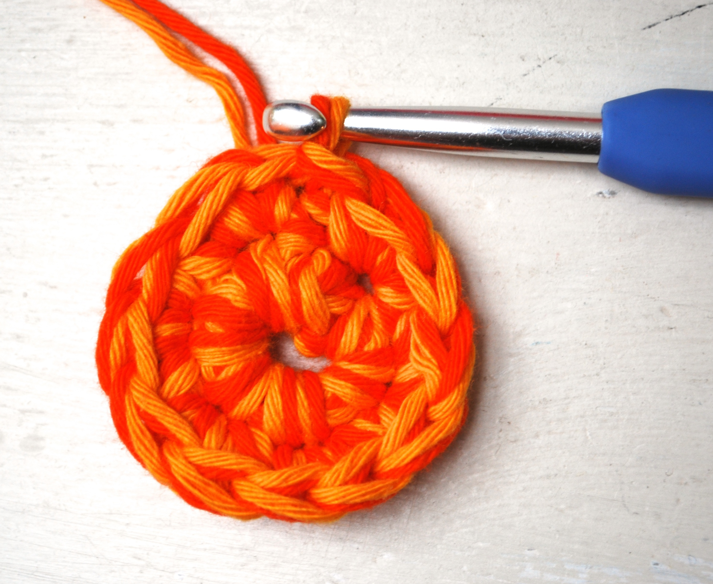 Round 2 of crochet circle free pattern tutorial