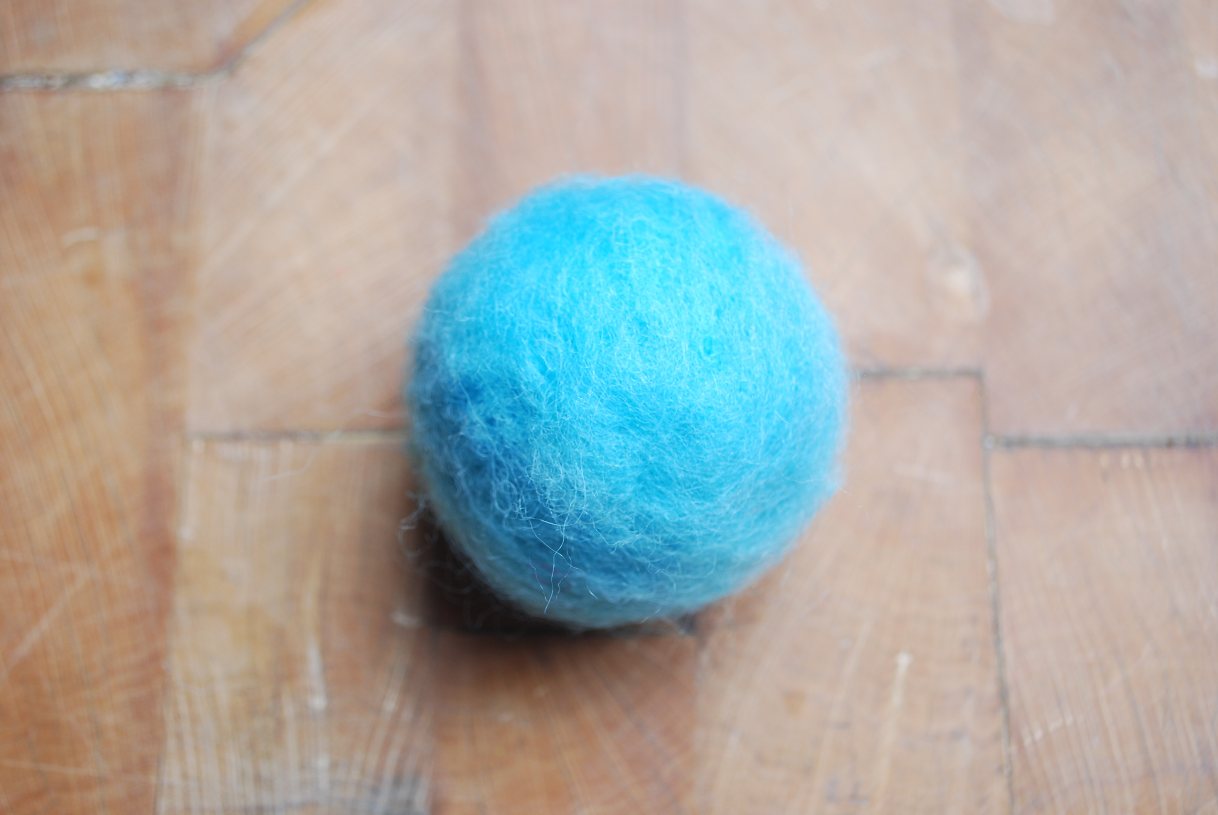 Needle felt christmas tree decoration free tutorial. Completing the base colour