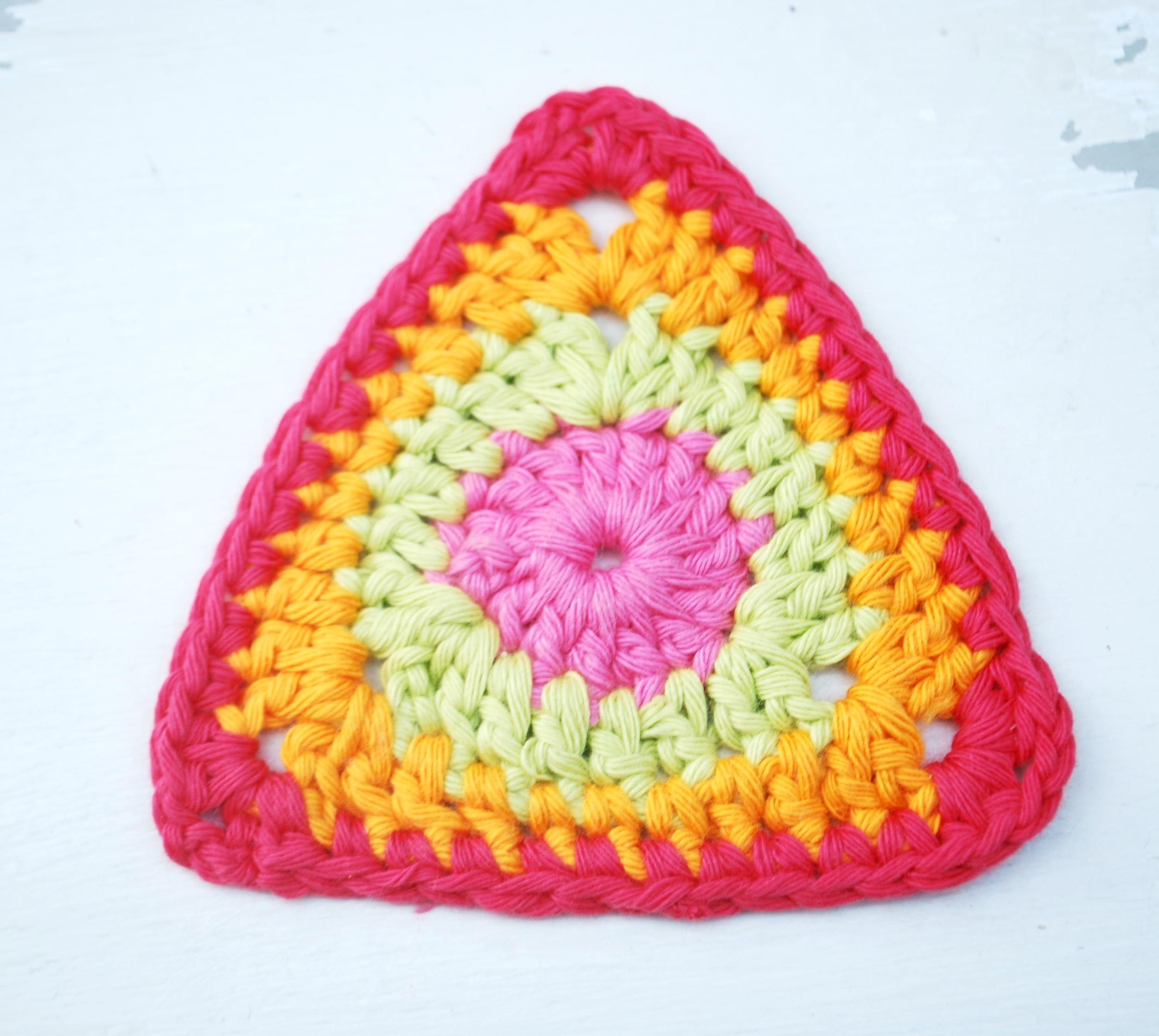 Colourful crochet bunting tutorial