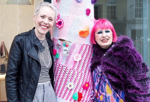 Emma Leith and Zandra Rhodes BIF 2016 yarn bomb