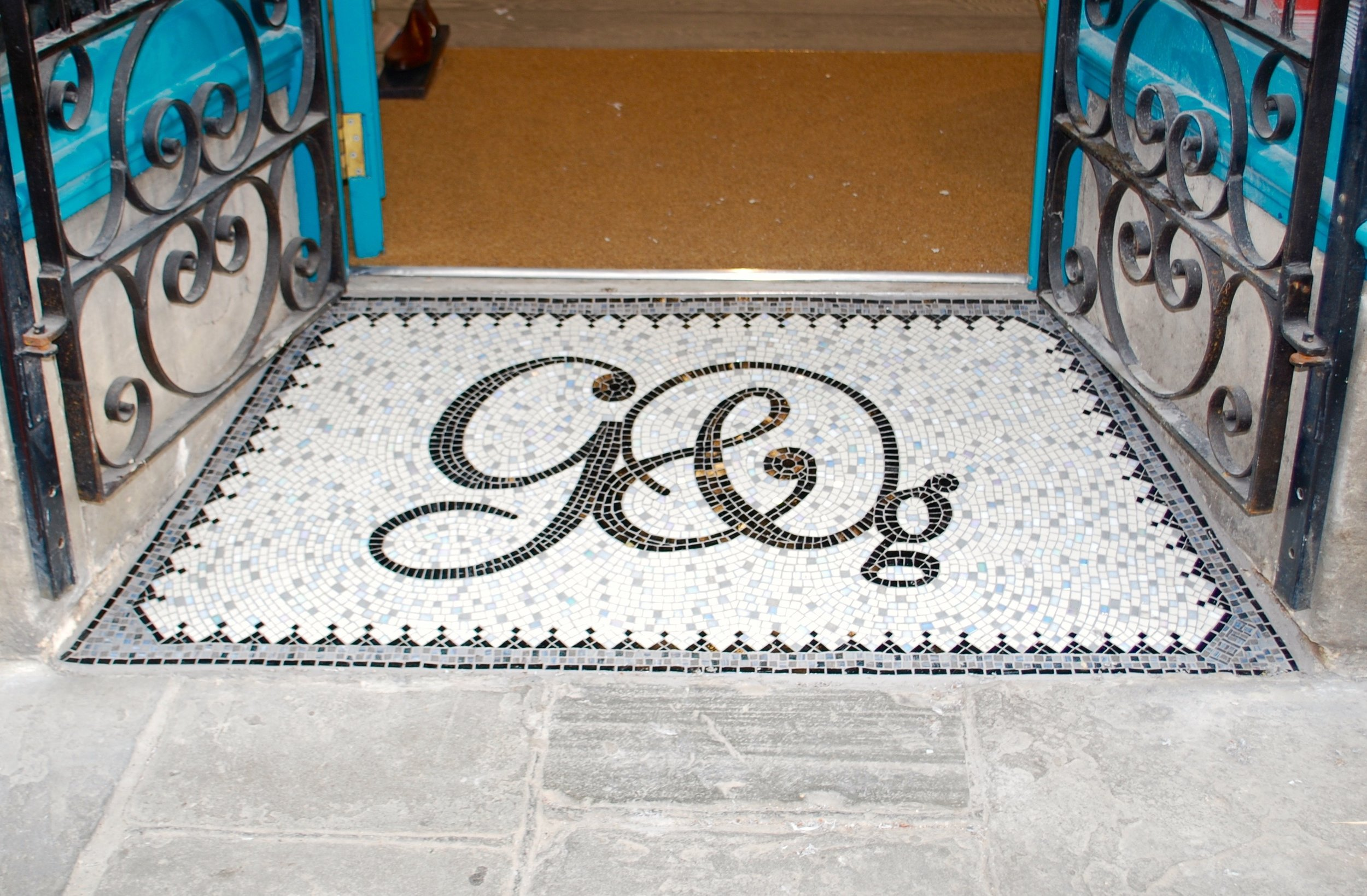 Making a mosaic onto mesh.  Graham and Green mosaic