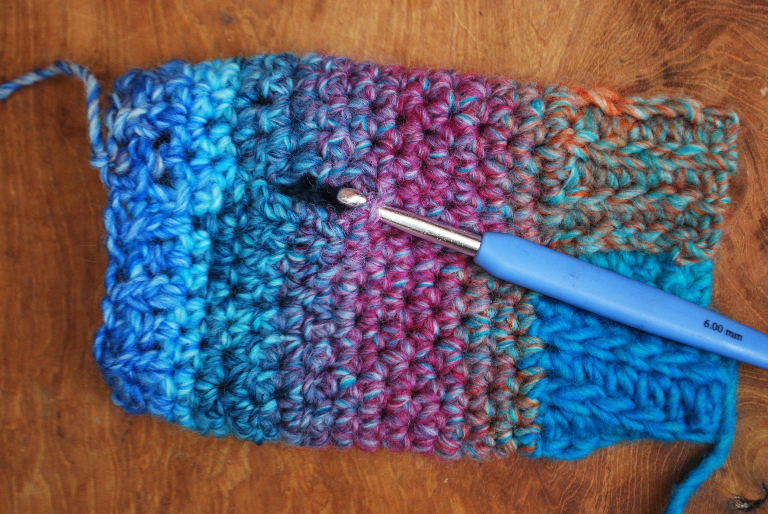 Easy Crochet Fingerless Mitten Gloves. Free pattern tutorial. Making the thumb