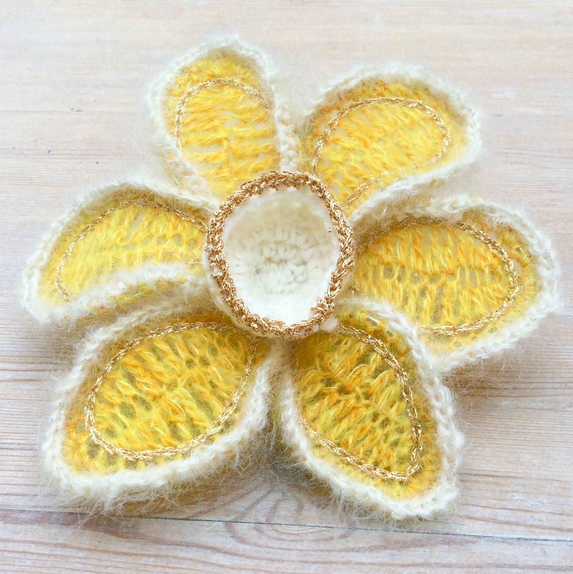 Wire crochet dafodil
