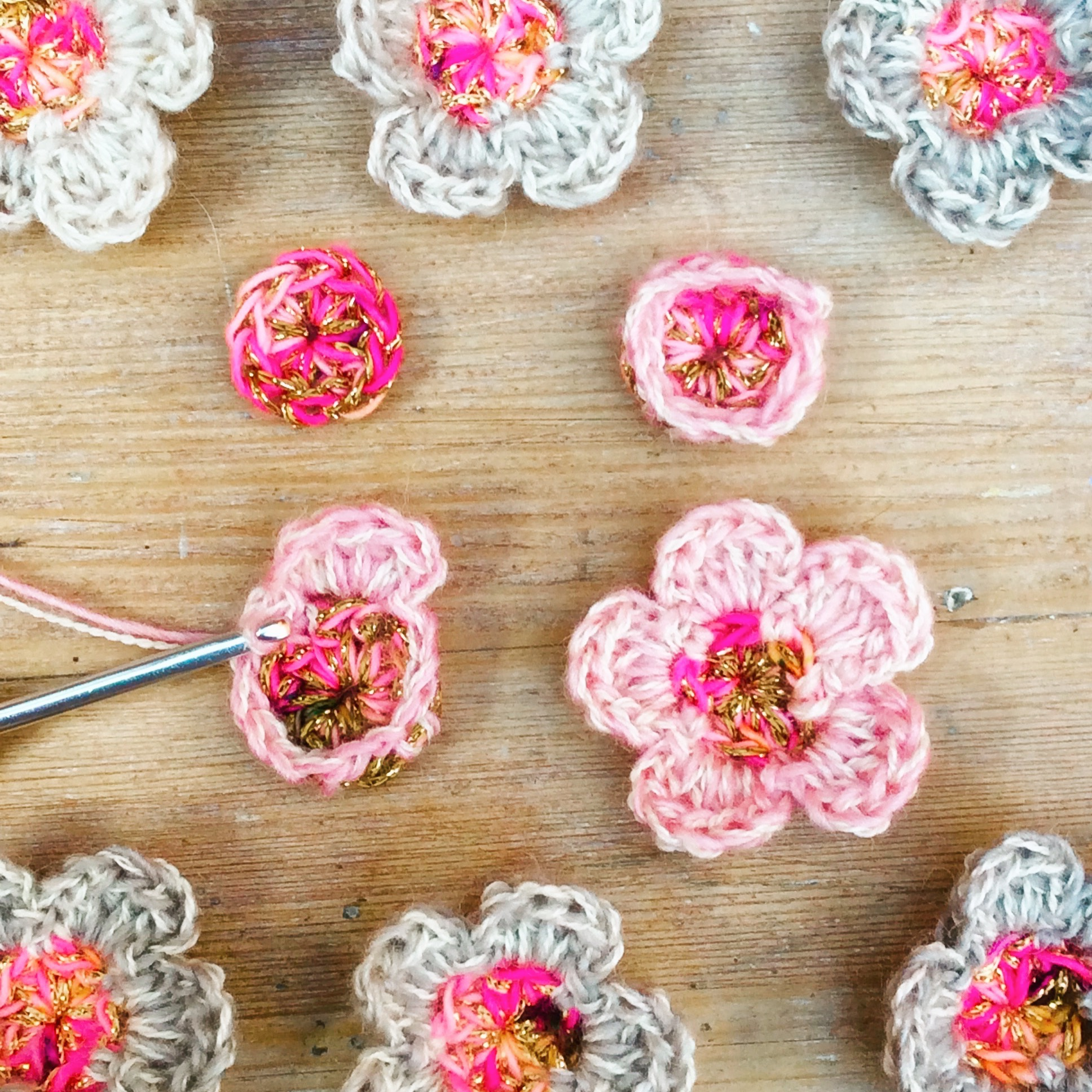 Make your pretty little  Blossom Flowers  combing lace weight yarns with the sparkle of Twilley's Goldfingering!