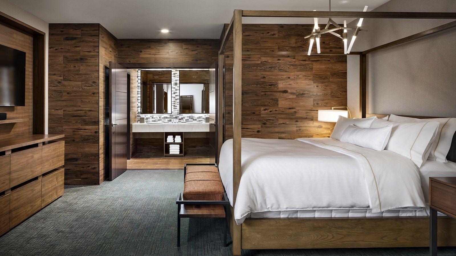 wes4247gr-204746-Chairmans-Suite-Bedroom.jpg