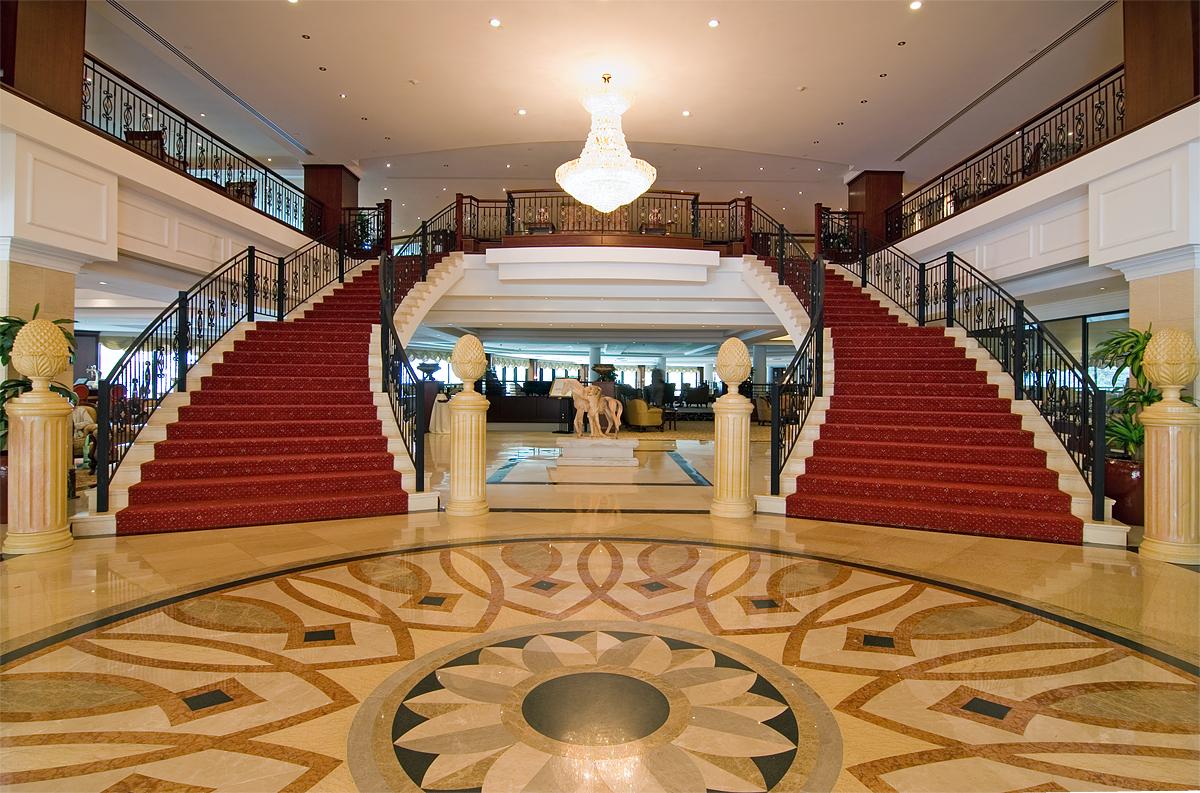 Modern-sofa-for-hotel-lobby-best-hotel-design-homivo.jpg