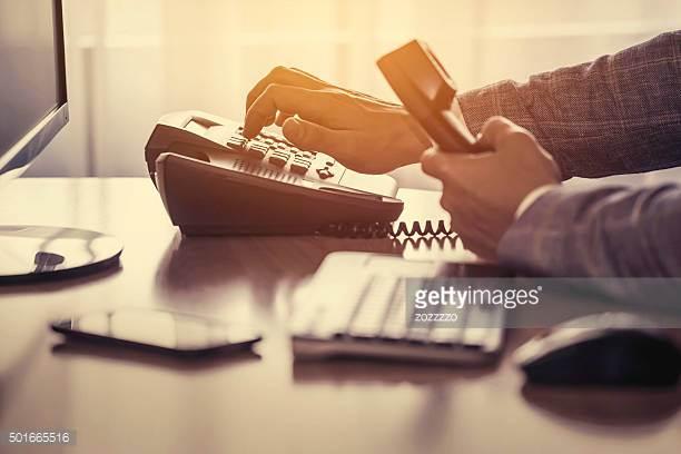 Cuando una simple llamada - Puede ayudarle a salir de una situacion dificil...