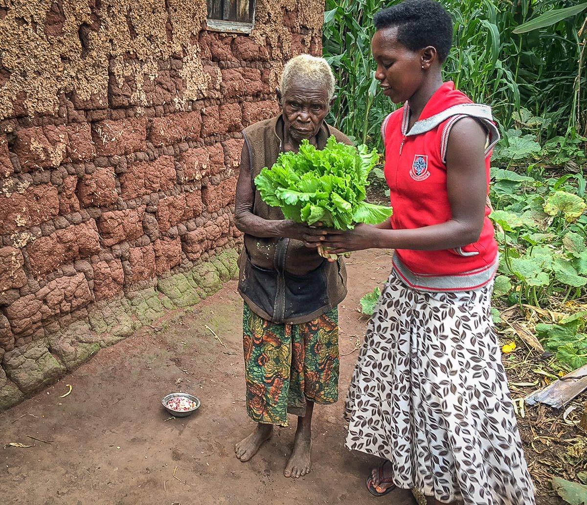 Delivering fresh vegetables to the elderly.jpg