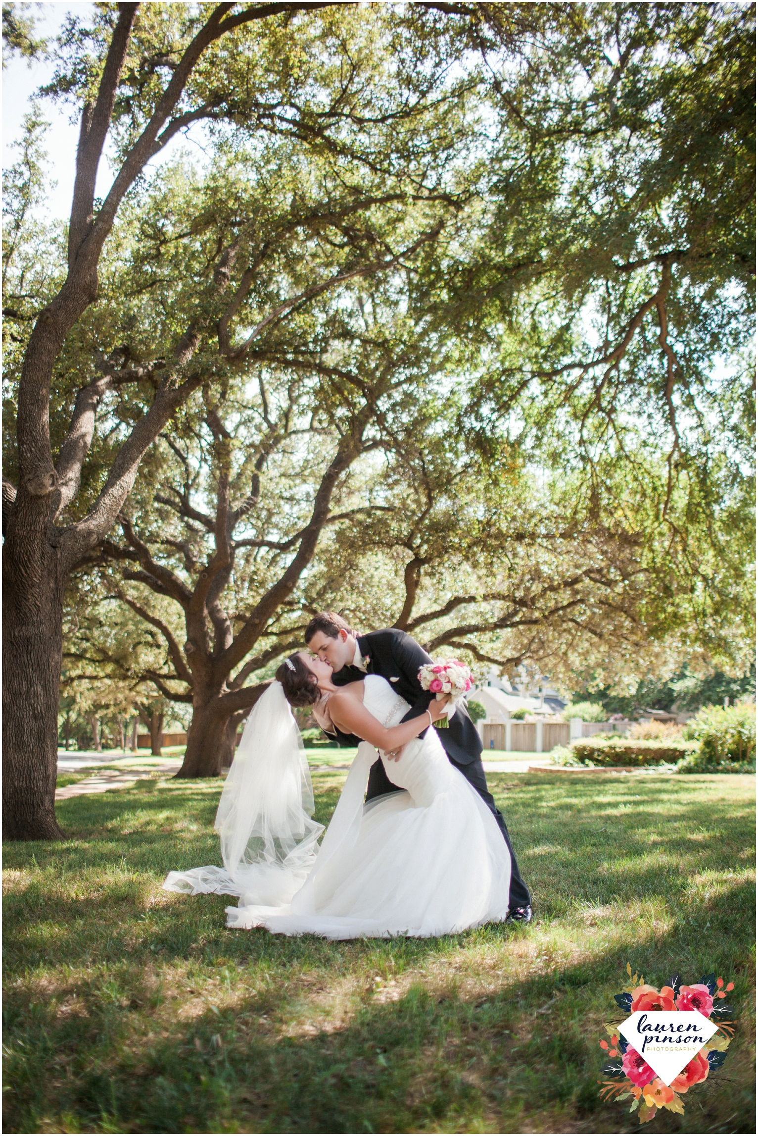 wichita-falls-wedding-photographer-kemp-center-at-the-forum-photography-two-clever-chicks_1010.jpg
