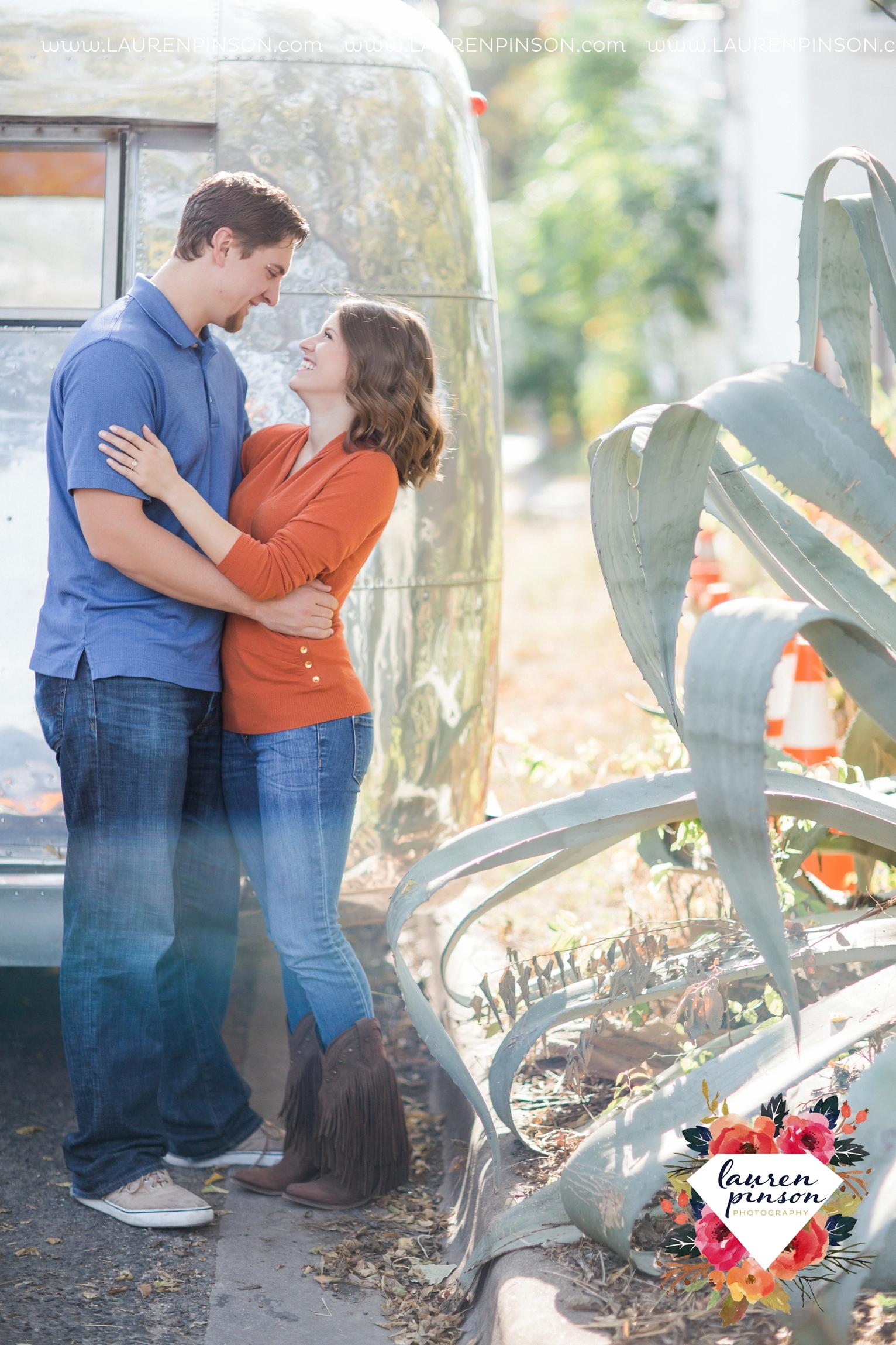 austin-texas-engagement-session-photography-by-wichita-falls-wedding-photgraphy-lauren-pinson_1377.jpg
