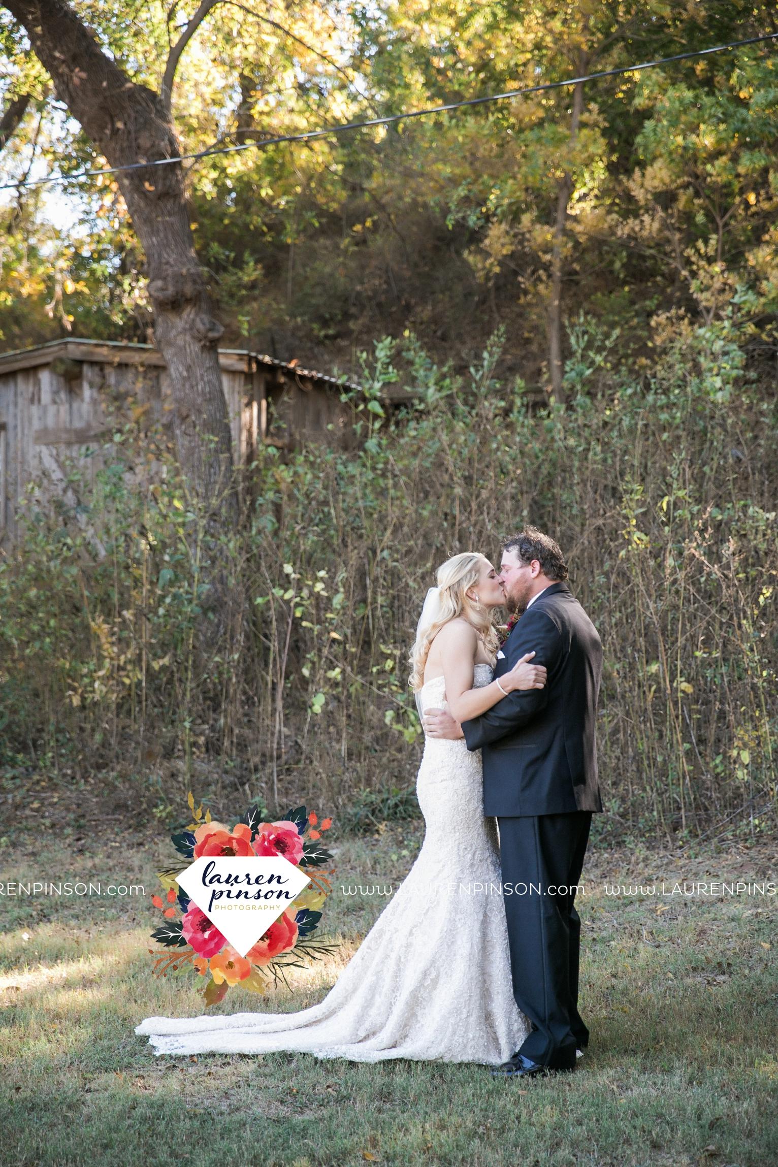rustic-wichita-falls-texas-wedding-photographer-gold-glam-mayfield-events-market-street-united-allue-bridals-fall_1670.jpg