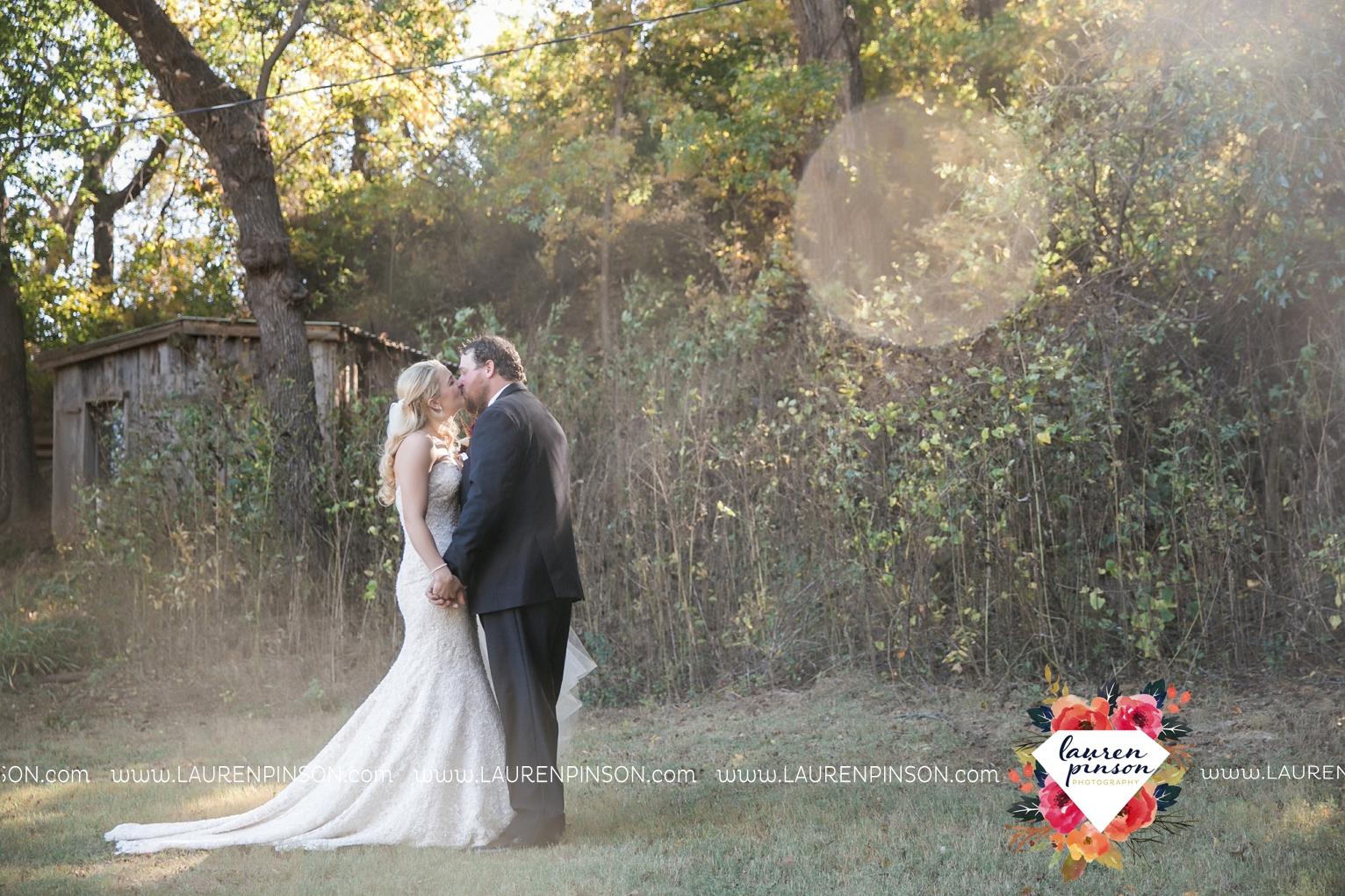rustic-wichita-falls-texas-wedding-photographer-gold-glam-mayfield-events-market-street-united-allue-bridals-fall_1672.jpg