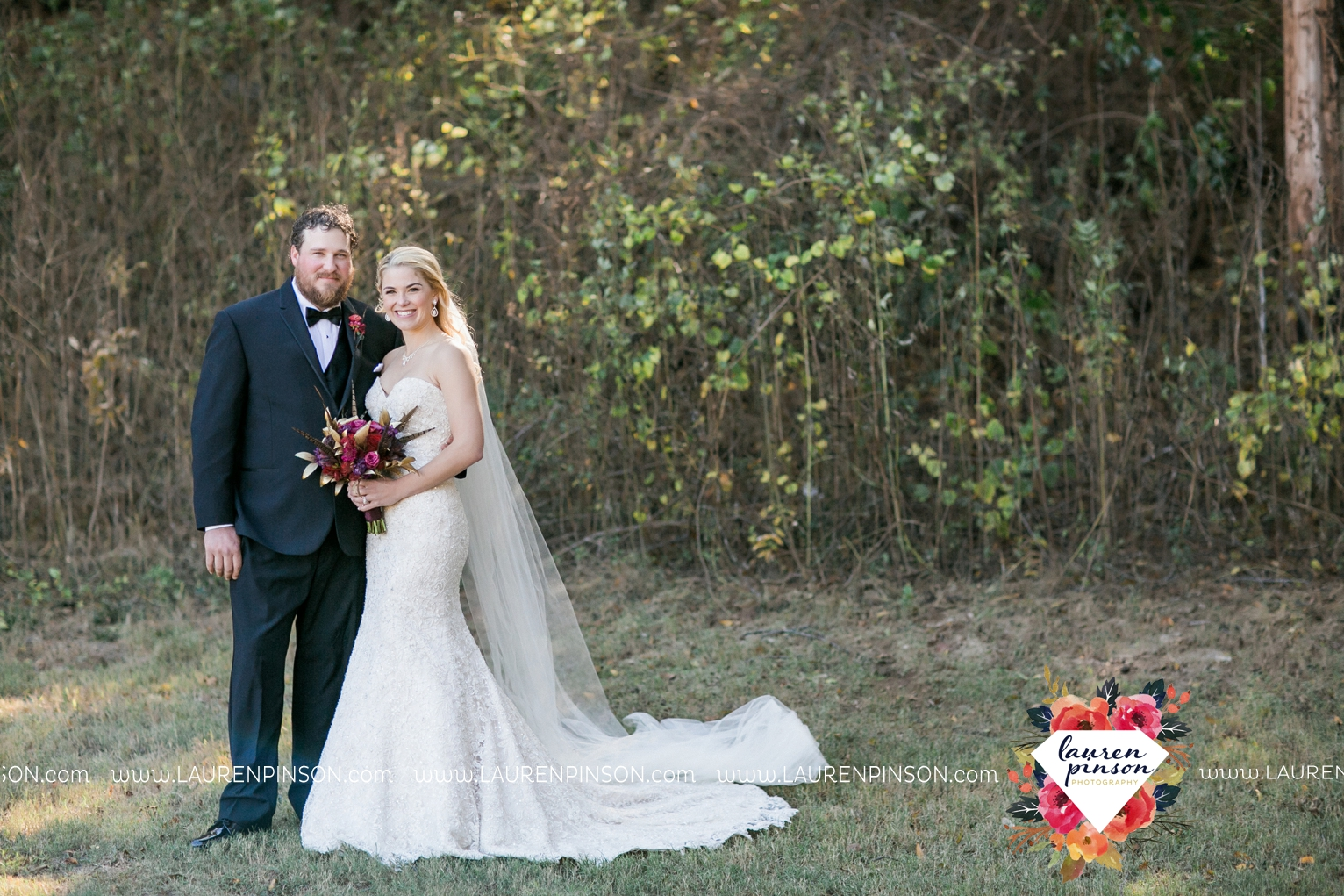 rustic-wichita-falls-texas-wedding-photographer-gold-glam-mayfield-events-market-street-united-allue-bridals-fall_1673.jpg