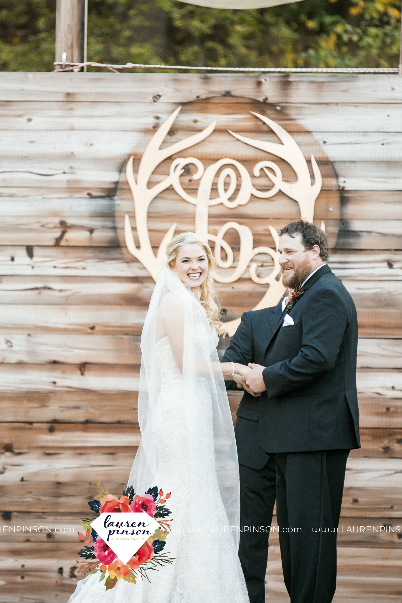 rustic-wichita-falls-texas-wedding-photographer-gold-glam-mayfield-events-market-street-united-allue-bridals-fall_1688.jpg