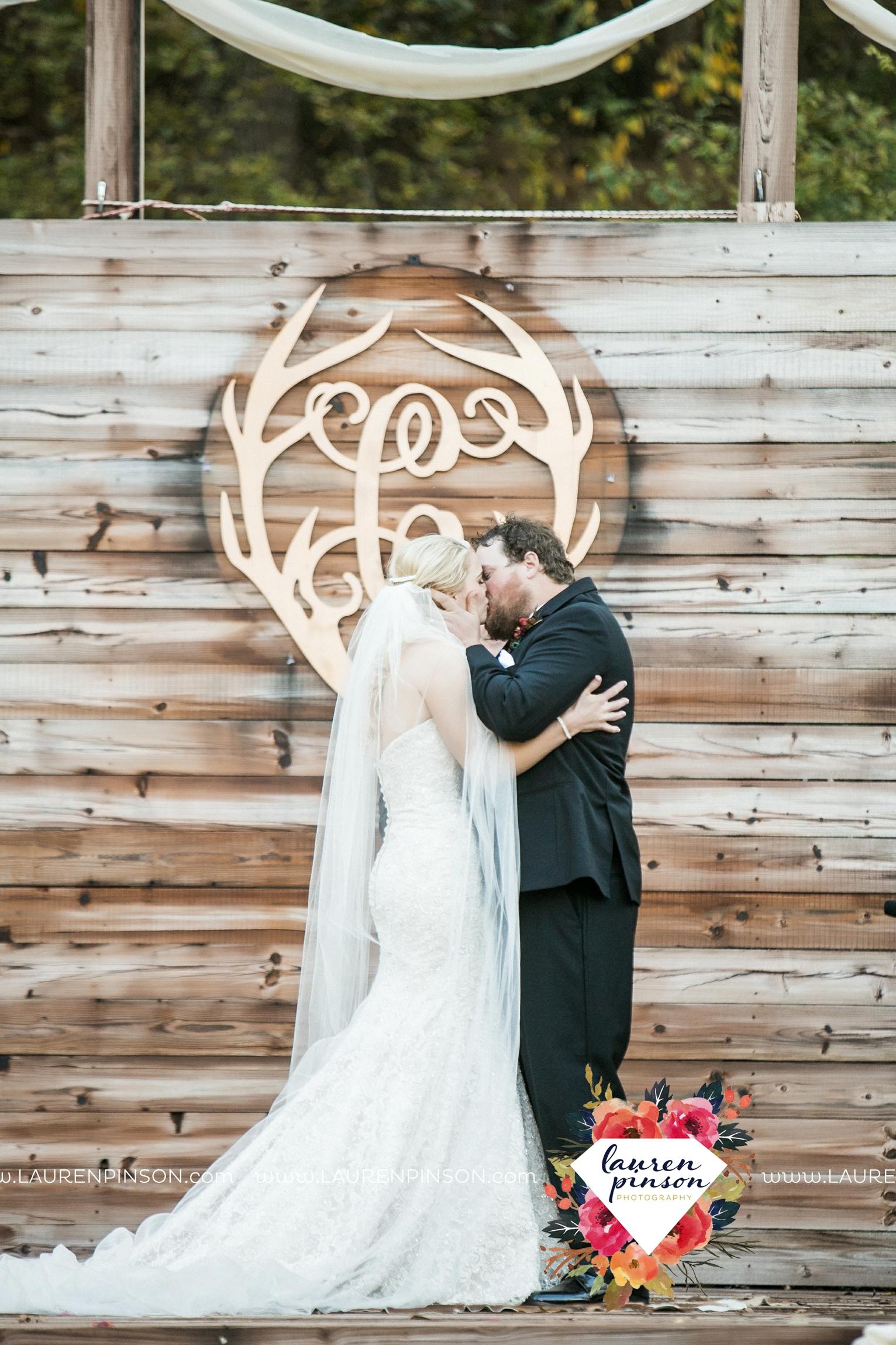rustic-wichita-falls-texas-wedding-photographer-gold-glam-mayfield-events-market-street-united-allue-bridals-fall_1691.jpg