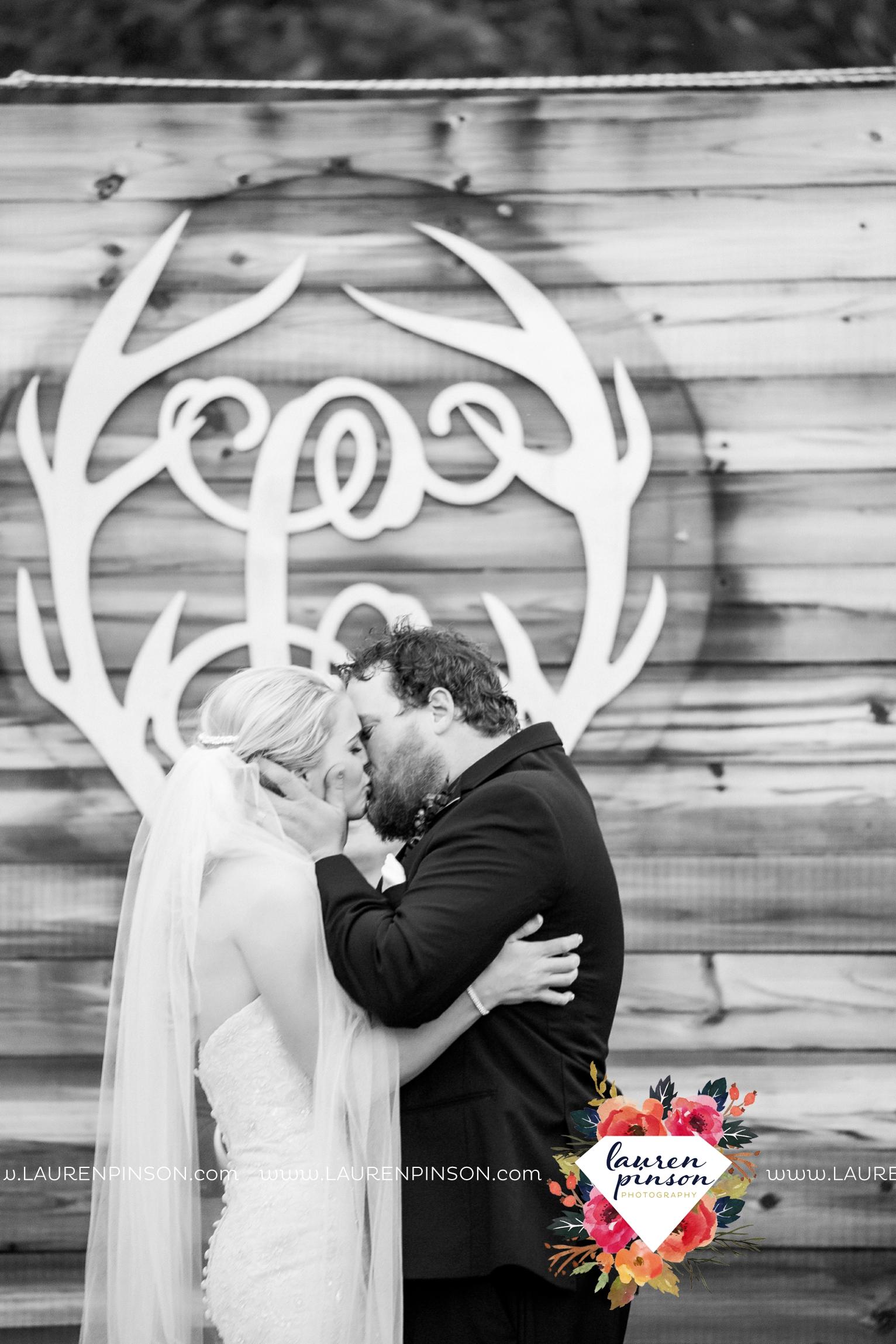 rustic-wichita-falls-texas-wedding-photographer-gold-glam-mayfield-events-market-street-united-allue-bridals-fall_1692.jpg