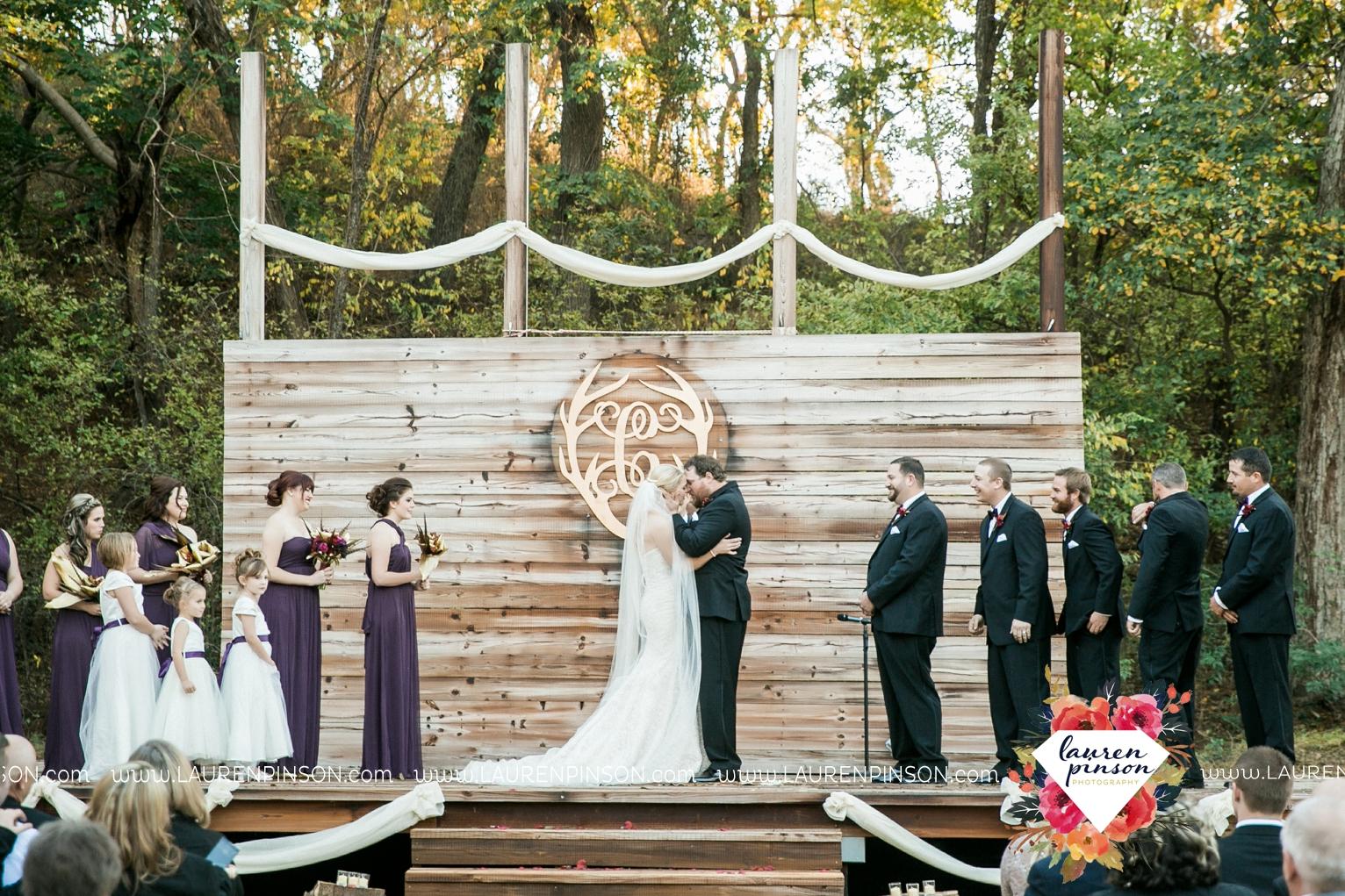 rustic-wichita-falls-texas-wedding-photographer-gold-glam-mayfield-events-market-street-united-allue-bridals-fall_1693.jpg