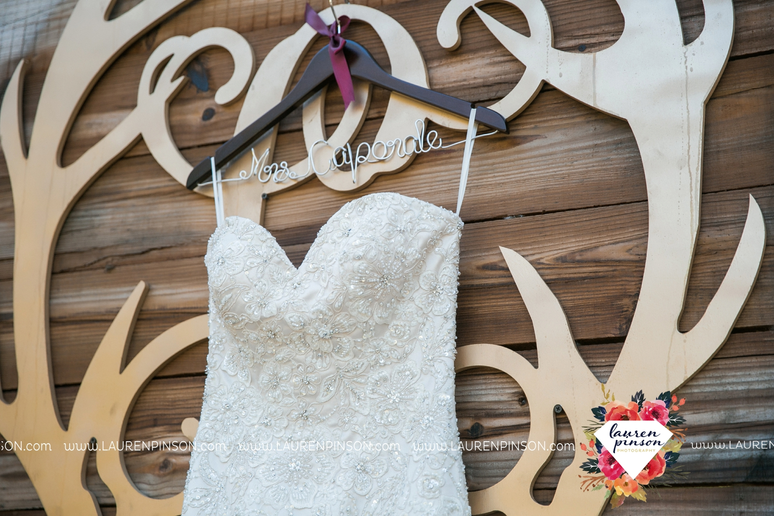 rustic-wichita-falls-texas-wedding-photographer-gold-glam-mayfield-events-market-street-united-allue-bridals-fall_1699.jpg