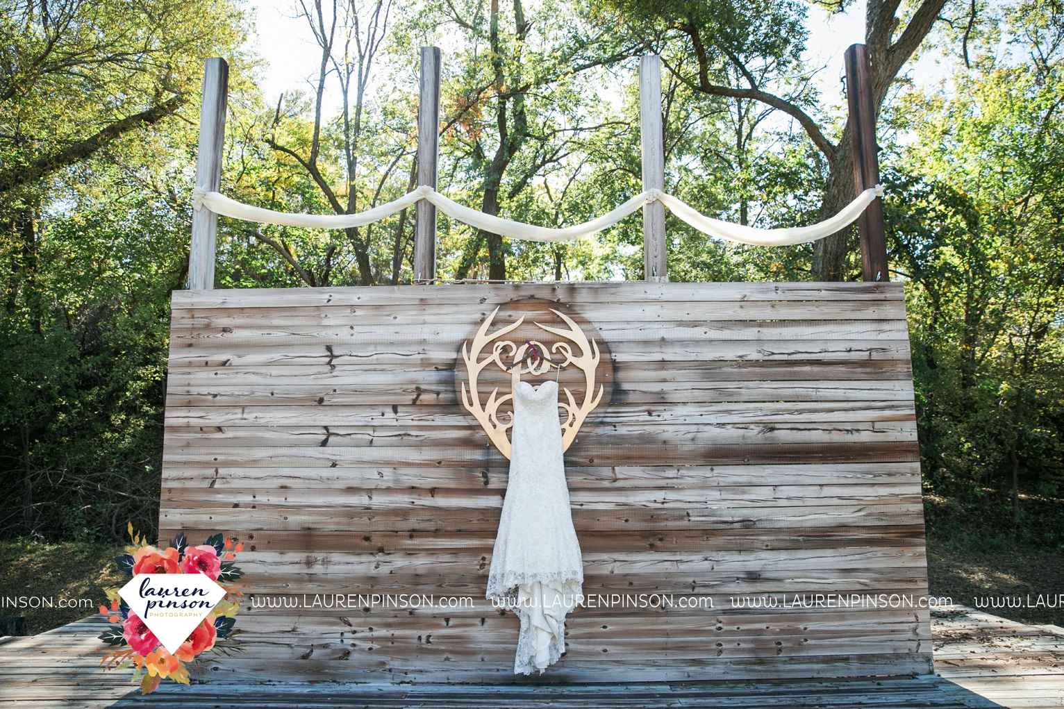rustic-wichita-falls-texas-wedding-photographer-gold-glam-mayfield-events-market-street-united-allue-bridals-fall_1698.jpg