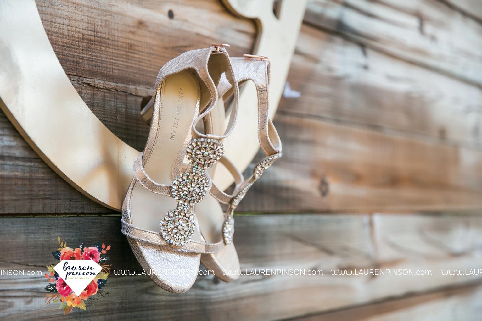 rustic-wichita-falls-texas-wedding-photographer-gold-glam-mayfield-events-market-street-united-allue-bridals-fall_1702.jpg