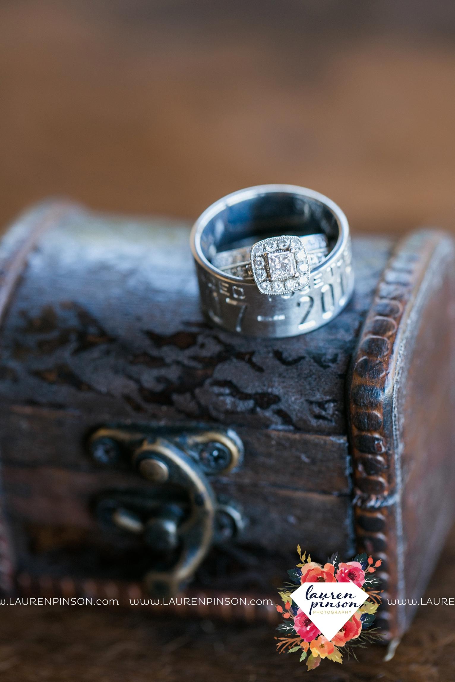 rustic-wichita-falls-texas-wedding-photographer-gold-glam-mayfield-events-market-street-united-allue-bridals-fall_1709.jpg