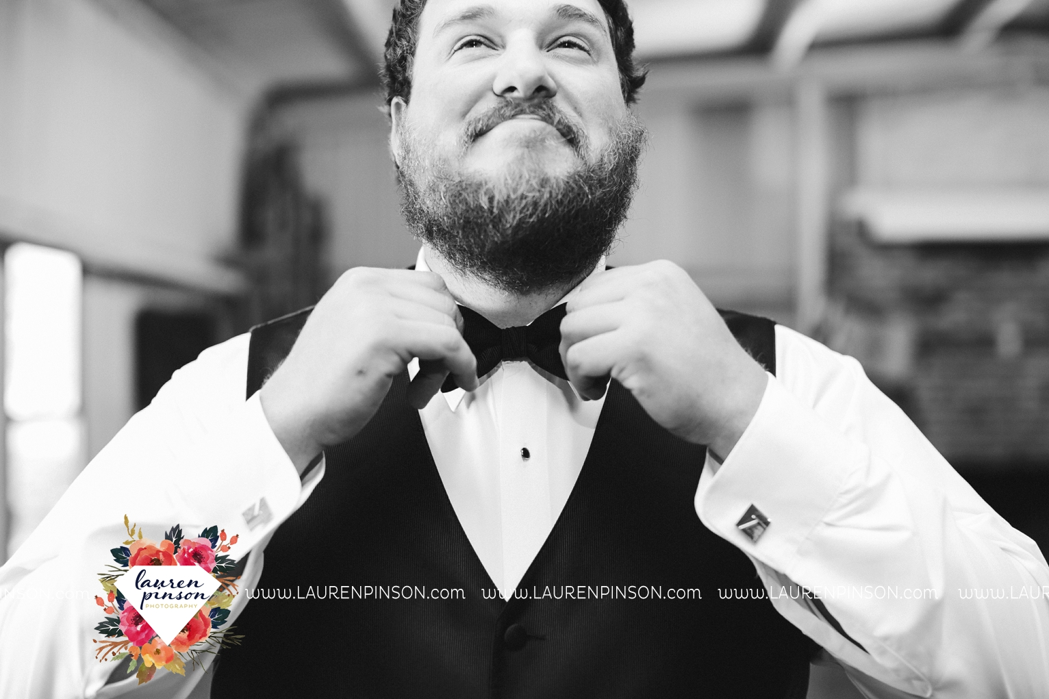 rustic-wichita-falls-texas-wedding-photographer-gold-glam-mayfield-events-market-street-united-allue-bridals-fall_1712.jpg