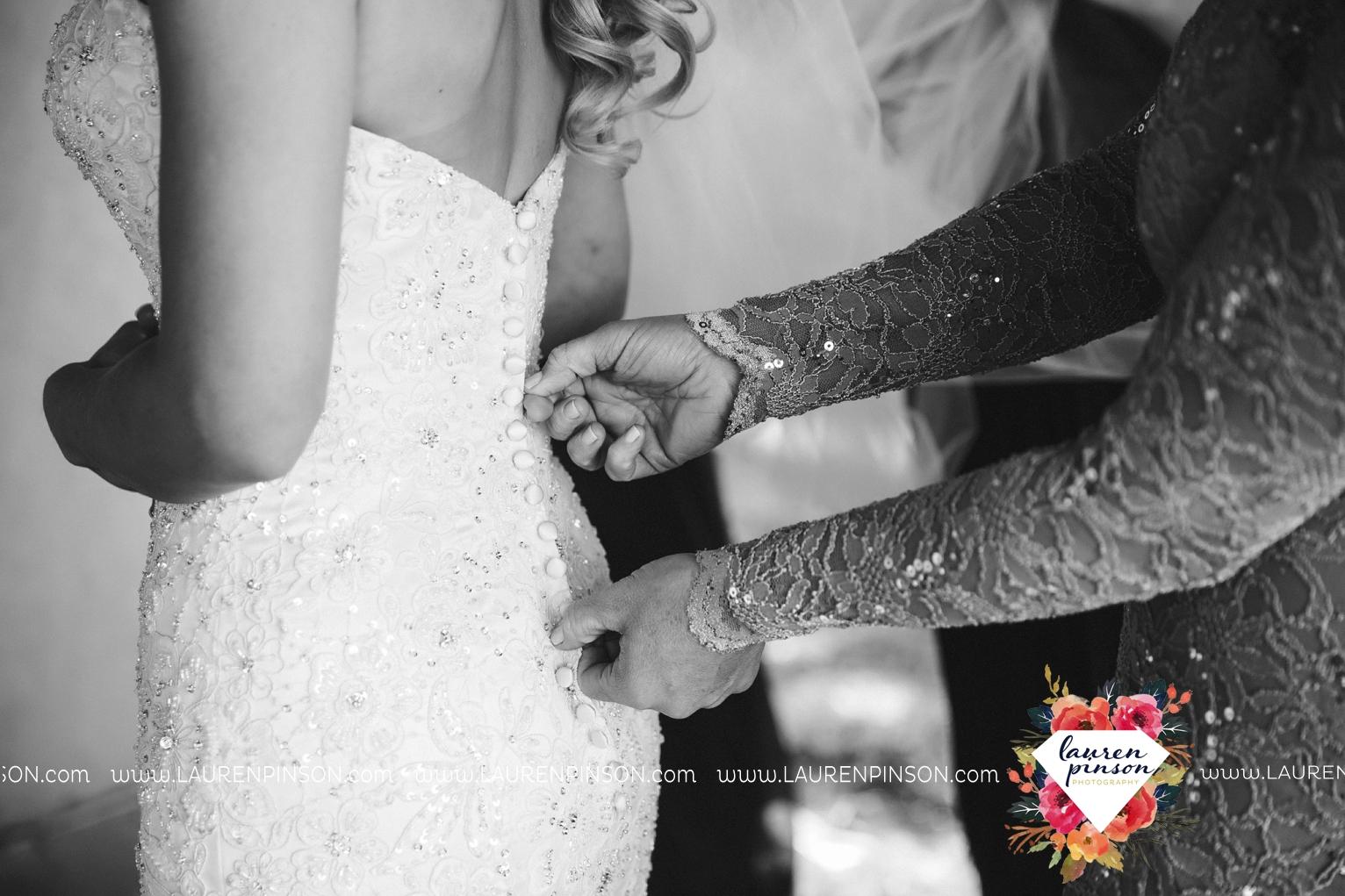 rustic-wichita-falls-texas-wedding-photographer-gold-glam-mayfield-events-market-street-united-allue-bridals-fall_1714.jpg