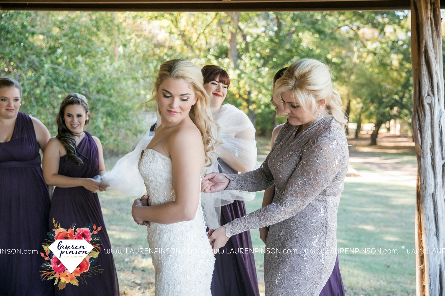 rustic-wichita-falls-texas-wedding-photographer-gold-glam-mayfield-events-market-street-united-allue-bridals-fall_1713.jpg
