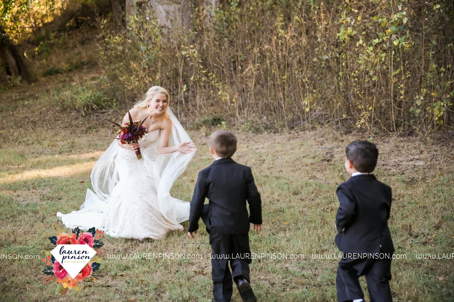 rustic-wichita-falls-texas-wedding-photographer-gold-glam-mayfield-events-market-street-united-allue-bridals-fall_1728.jpg