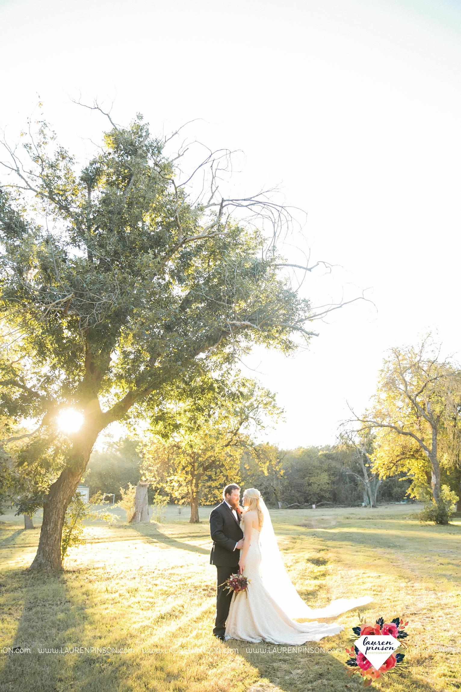 rustic-wichita-falls-texas-wedding-photographer-gold-glam-mayfield-events-market-street-united-allue-bridals-fall_1768.jpg