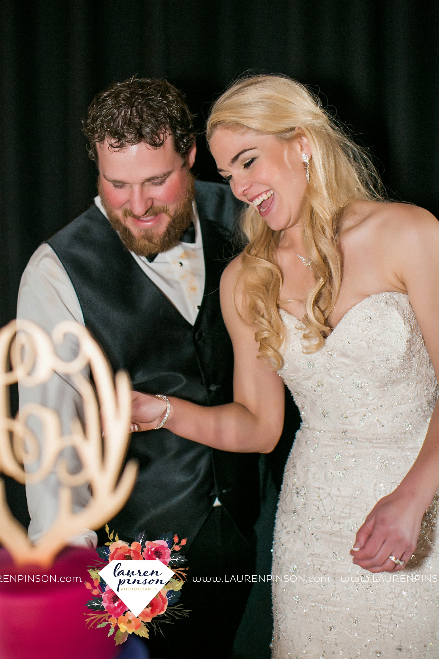 rustic-wichita-falls-texas-wedding-photographer-gold-glam-mayfield-events-market-street-united-allue-bridals-fall_1782.jpg
