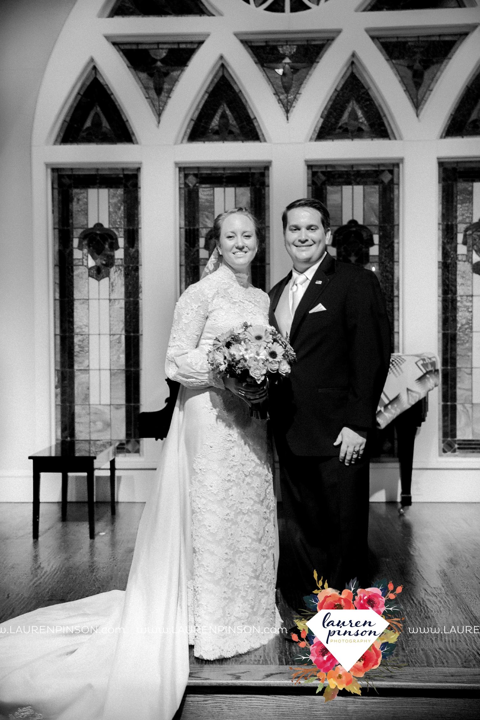 bells-texas-wedding-photography-at-willowood-ranch-chapel-north-texas-wichita-falls-wedding-photographer_1880.jpg