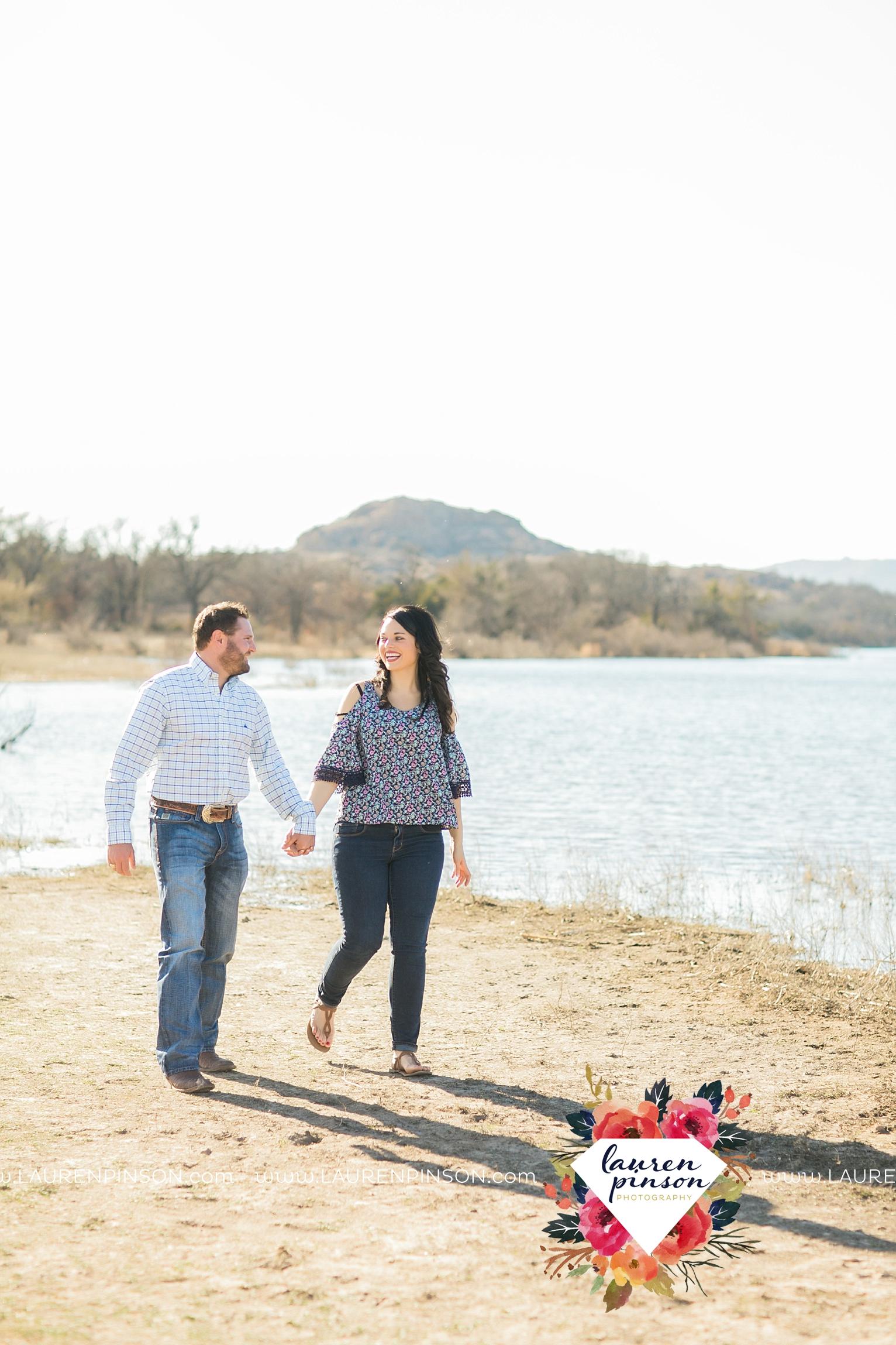 wichita-falls-texas-engagement-photographer-wedding-oklahoma-lawton-wichita-mountains-refuge-outdoors-mountains-engaged_2035.jpg